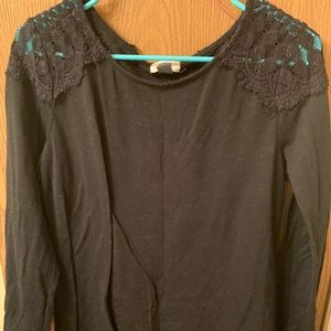 OLD NAVY LONG SLEEVE W/LACE